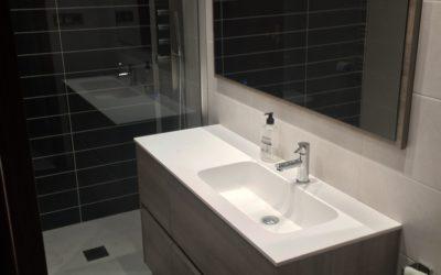 Mueble de baño con textura madera
