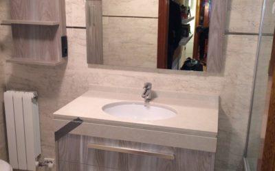 Mueble baño acabado textura en madera