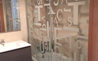 Baño cuatro cajones y serigrafia