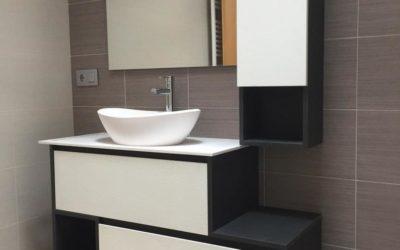 Mueble de baño en dos tonos