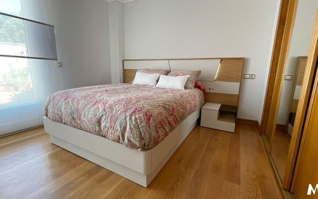 Dormitorio en madera y laca iluminación led