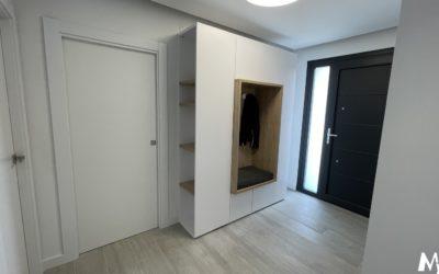 Mueble de entrada en blanco y madera roble
