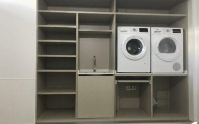 Armario lavandería de tres puertas correderas