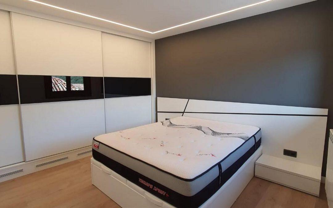 Dormitorio, armario de matrimonio y armario despensa